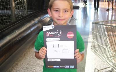 Un jeune tireur lors du Milan AC Tour