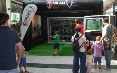 Le Milan AC Tour dans une galerie marchande