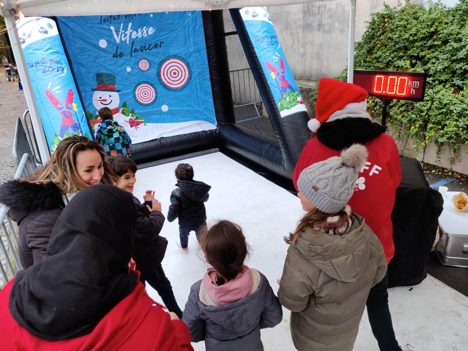 Lancer sport neige glisse hiver Noël radar vitesse fun jeunes enfants adolescents familles