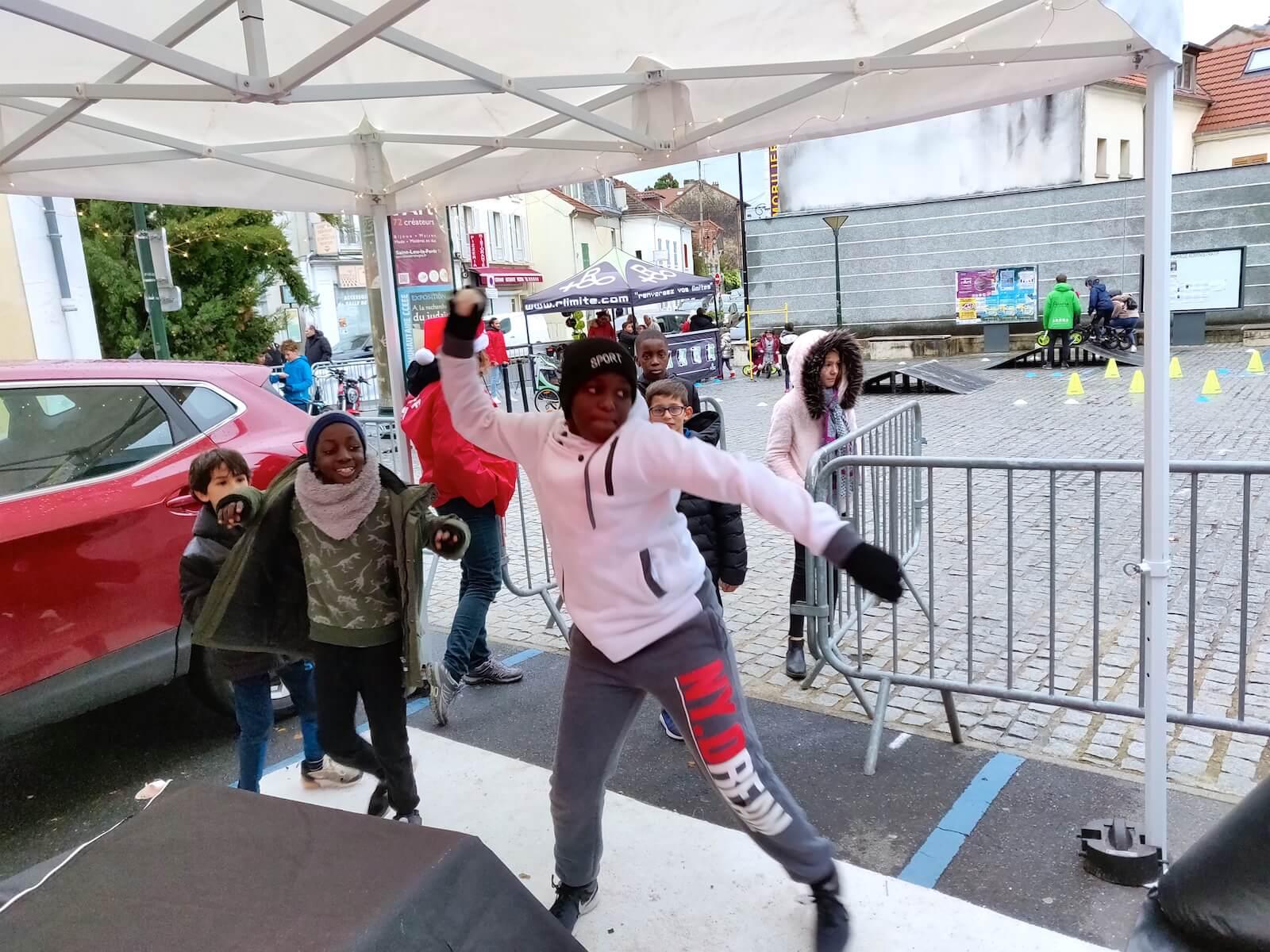 Jeu tout public marché de Noël centre commercial fête communale fête du sport forum des associations